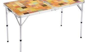 アウトドアシーンに欠かせない折りたたみ式テーブル