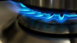アウトドアでも自由自在に火を使った調理ができるツーバーナーコンロ
