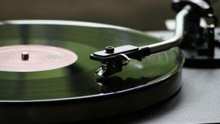【レコードプレーヤー】今でも買える昭和の音楽再生機