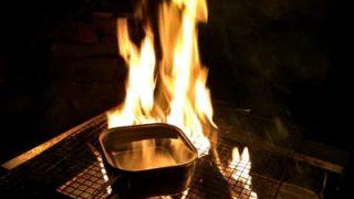 キャンプの夜のお楽しみ「焚き火」を演出するファイアテーブル