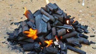 アウトドア料理やBBQで炭火起こしを簡単・確実にする必須アイテム「火起こし器」