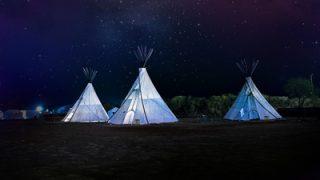 キャンプサイトをおしゃれに演出するモノポールテント
