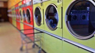 ひとり暮らしにピッタリなオヒトリサマ家電「小型洗濯機」